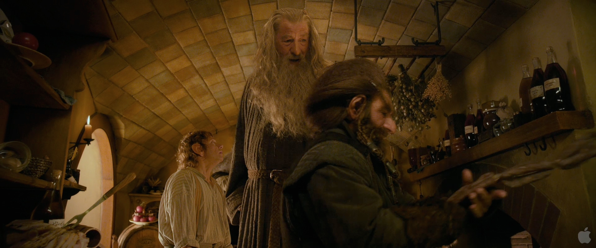 how bilbo in the hobbit influences How does the treasure influence the characters in the film the only character who is influenced by the treasure in a good way is the hobbit and burglar bilbo.