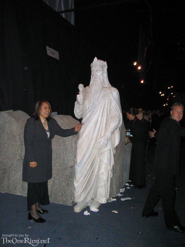 Statue Of Gondor - 600x800, 69kB