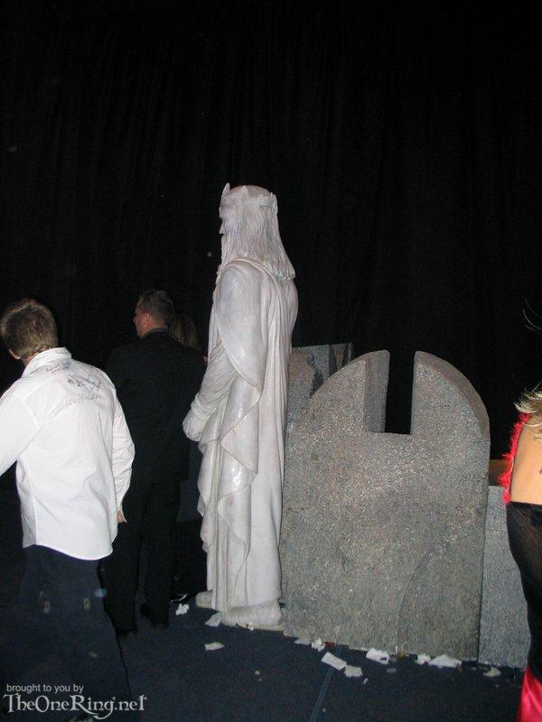 Statue Of Gondor - 600x800, 68kB