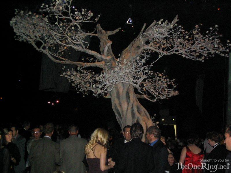 The White Tree - 800x600, 96kB