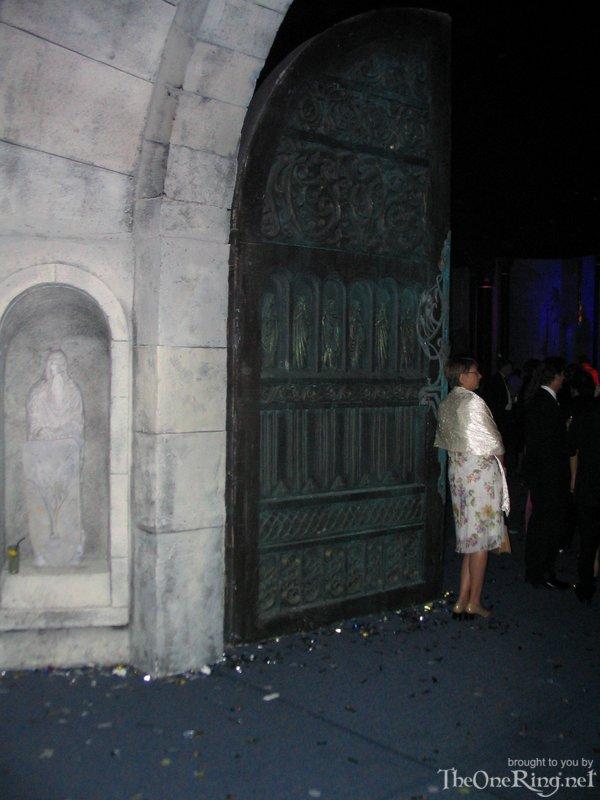 The Gates Of Minas Tirith - 600x800, 74kB