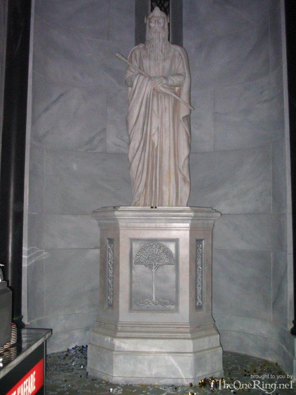 Statue Of Gondor - 600x800, 74kB