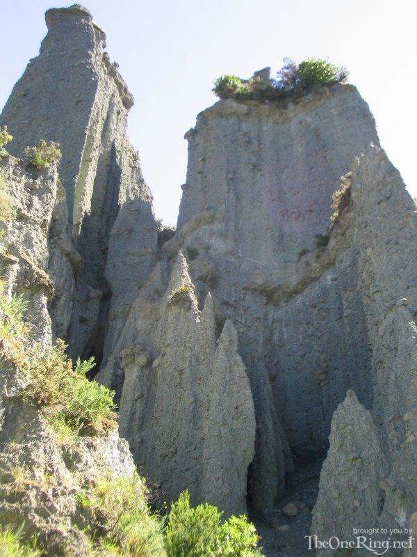 Inside The Putangirua Pinnacles - 600x800, 118kB