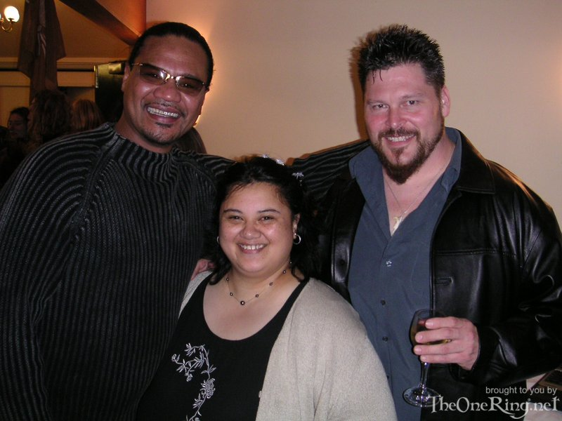 Staffer Shell With Gino Acevedo And Lawrence Makoare - 800x600, 129kB