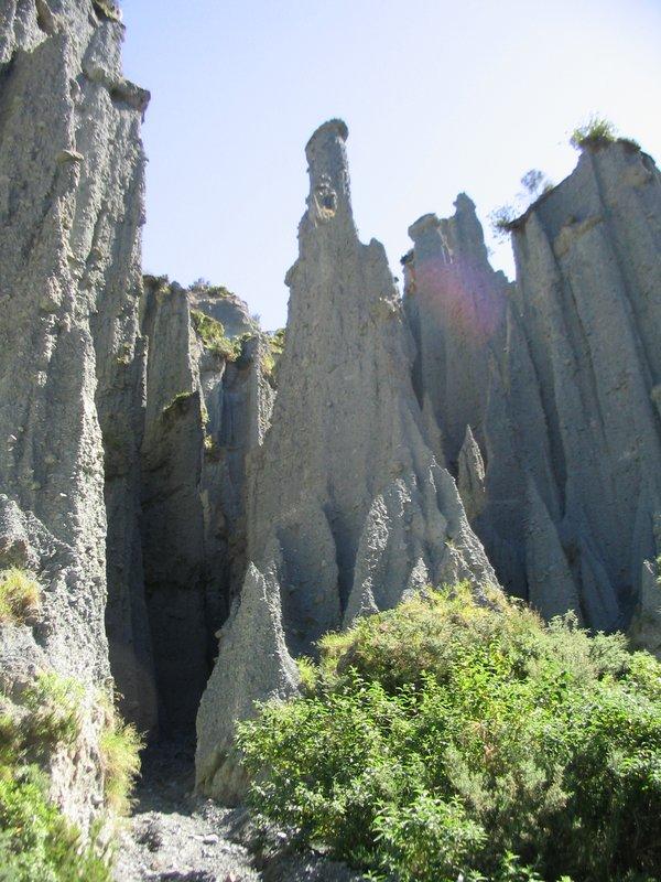 Inside The Putangirua Pinnacles - 600x800, 130kB