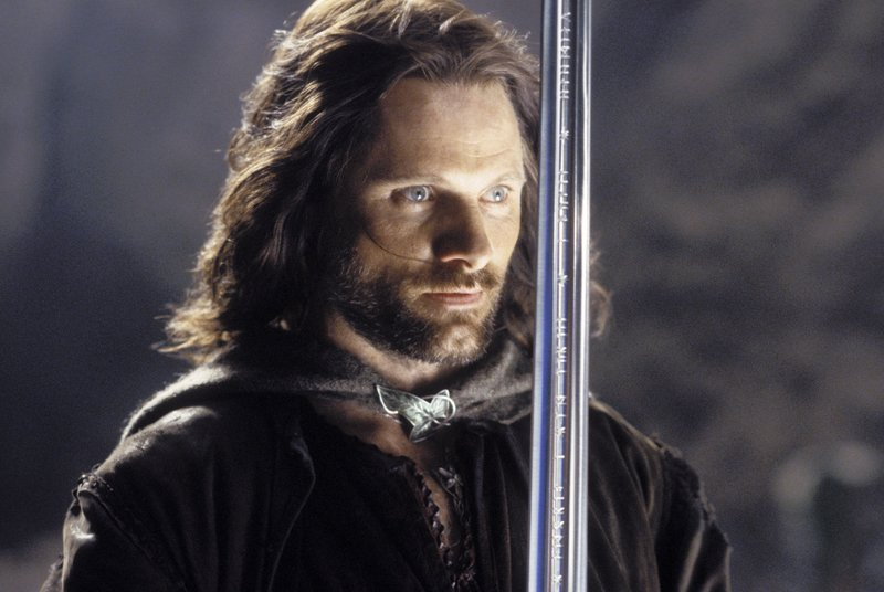Aragorn Challenges The Dead - 800x536, 64kB
