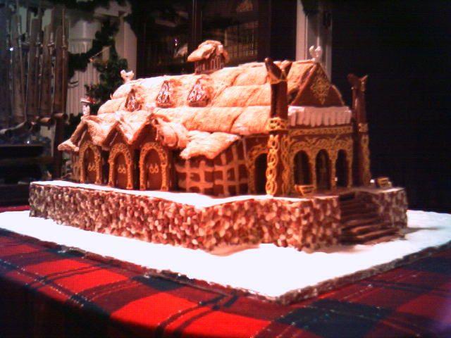 Meduseld, The Gingerbread Hall - 640x480, 54kB