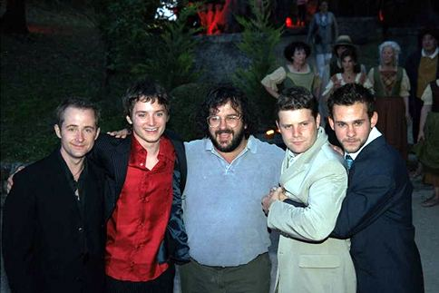 Cannes 2001 - The Hobbits and their Master - 484x323, 28kB