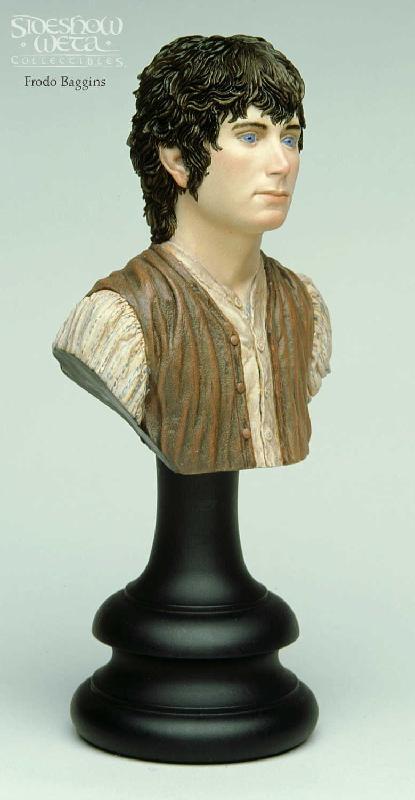 Frodo Baggins Bust - 415x800, 33kB