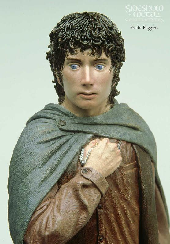 Frodo Baggins Figure - 556x800, 69kB