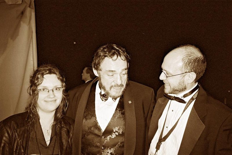 Mia, John Rhys Davies and Tookish - 800x536, 80kB