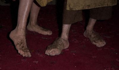 Hobbit Feet - 400x237, 12kB