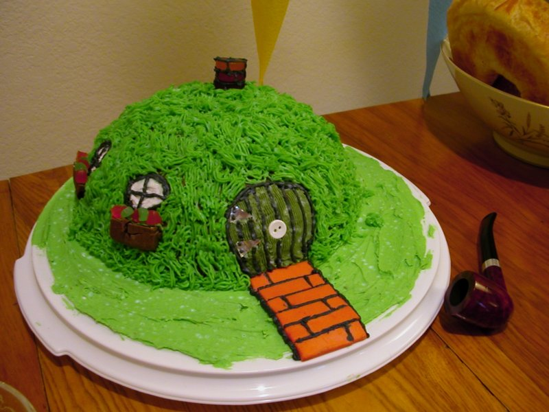 A Hole in the Ground cake - 800x600, 87kB
