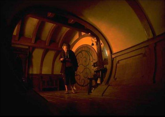 Bilbo Inside Bag End - 536x380, 22kB