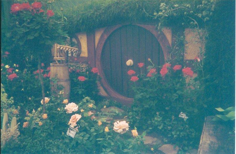 Hobbit Holes - 800x521, 95kB