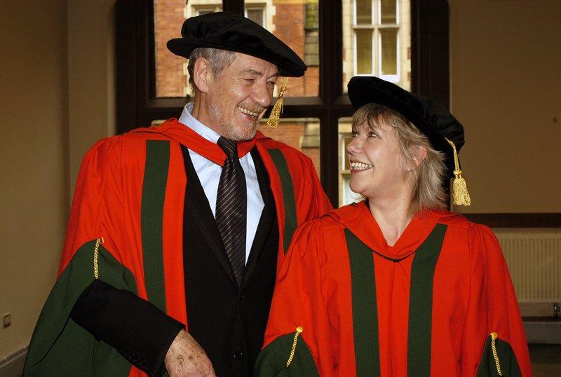 Ian McKellen Receives his Honoury Degree at Leeds - 800x538, 65kB
