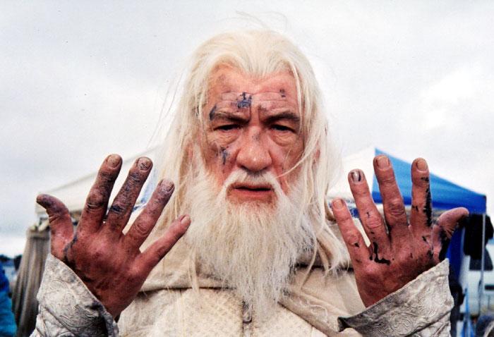 Ian McKellen's ROTK Photos - 700x478, 70kB