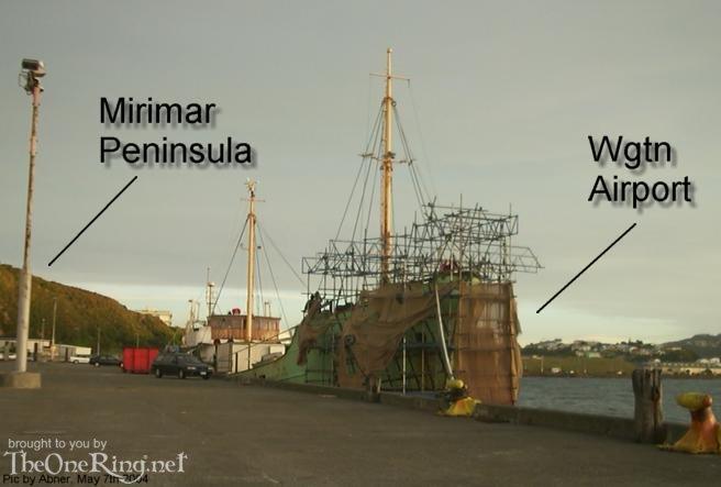 Kong Barge 'Manuia' Work Continues - 656x443, 35kB