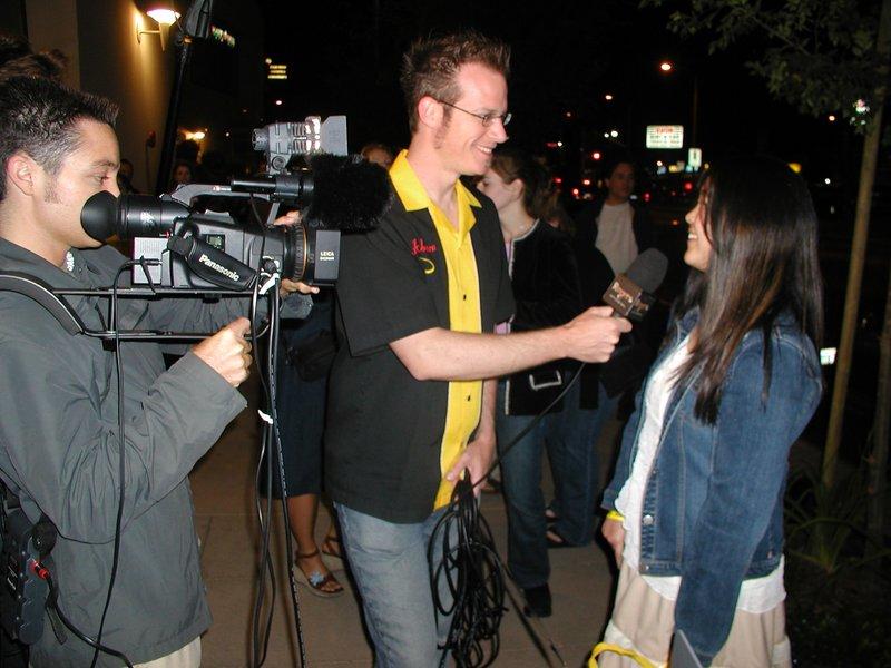Quickbeam interviews a Ringer in line - 800x600, 99kB