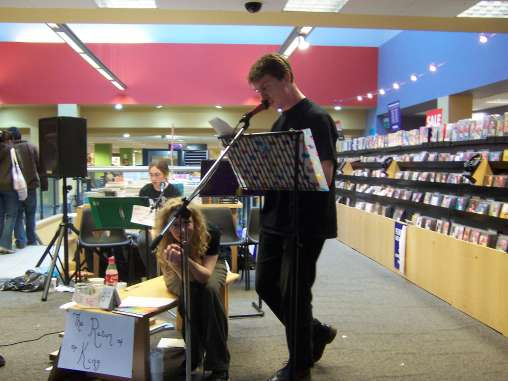 LOTR Charity Reading at Borders in Cambridge - 508x381, 28kB