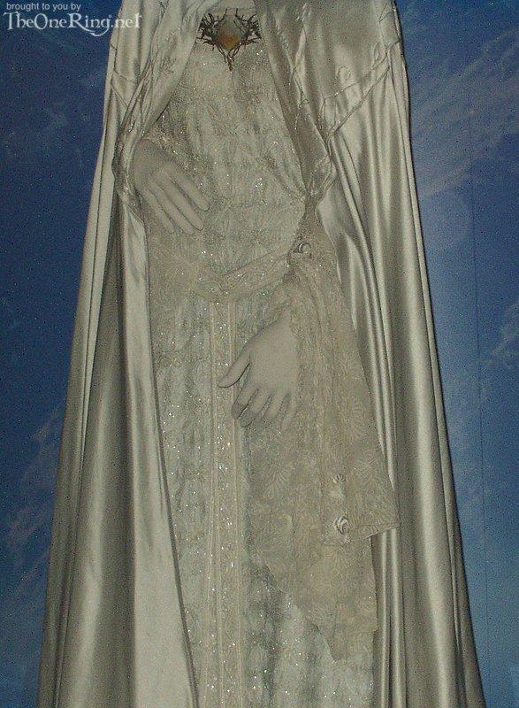 Galadriel Costume - Full View - 587x800, 110kB