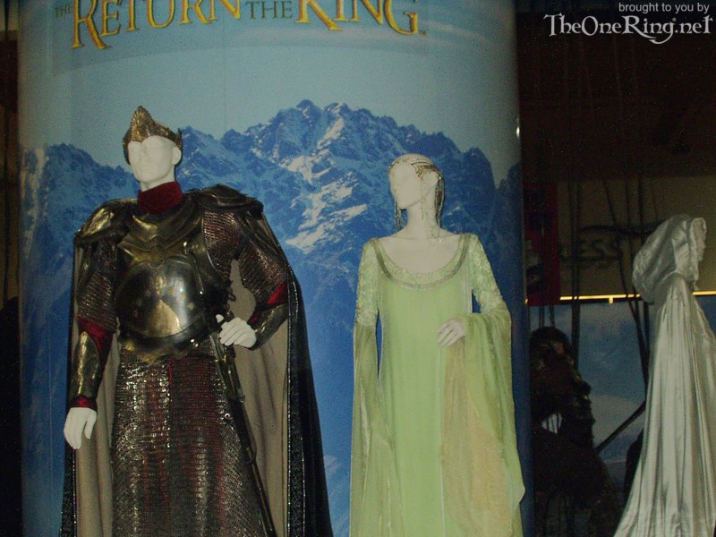 Costume Display - Aragorn, Arwen, Galadriel - 800x600, 95kB