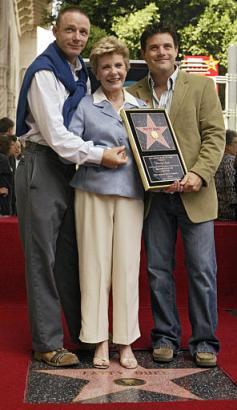 Patty Duke Gets Hollywood Star - 237x410, 22kB