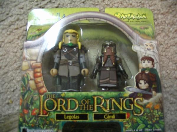 Legola and Gimli Minimates - 600x450, 70kB