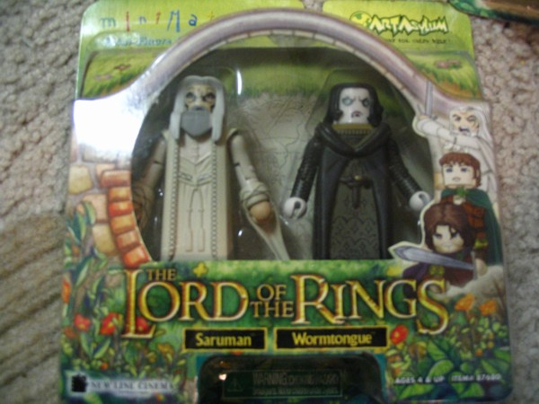 Saruman and Grima Wormtongue Minimates - 600x450, 68kB