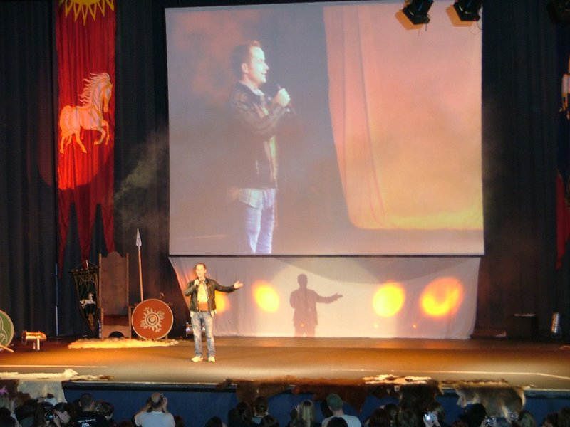 Billy Boyd on stage, part two - 800x600, 74kB