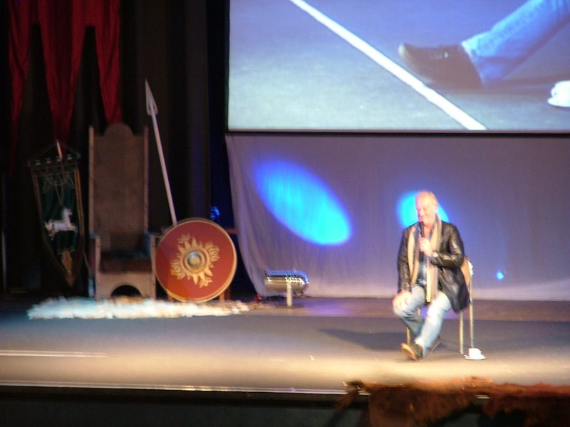 Bernard Hill on stage, part two - 800x600, 70kB