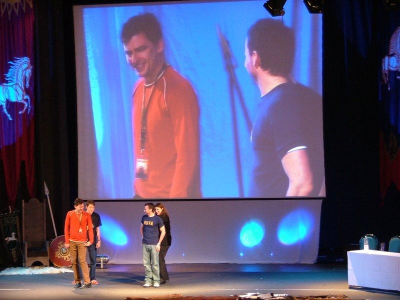 Mark Ferguson and Craig Parker on stage - 800x600, 78kB