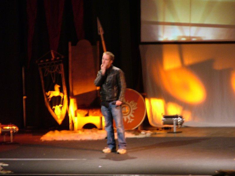 Billy Boyd on stage, part three - 800x600, 69kB