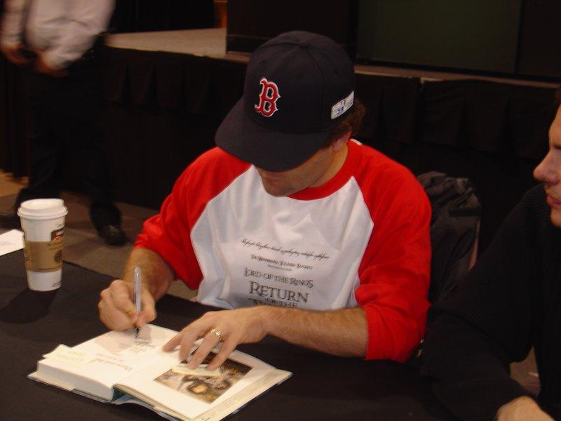 Sean Astin Booksigning in Bloomington, MN - 800x600, 54kB