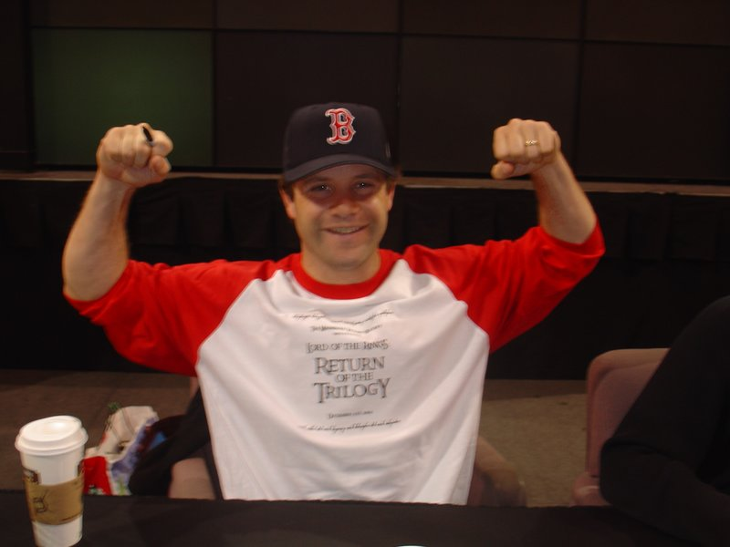 Sean Astin Booksigning in Bloomington, MN - 800x600, 47kB