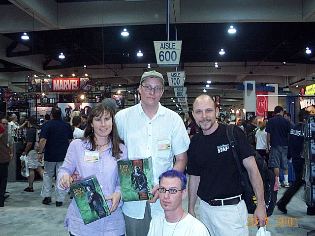 Quickbeam and Tookish with Tania Rodger and Richard Taylor at Comic-Con 2001 - 640x480, 97kB
