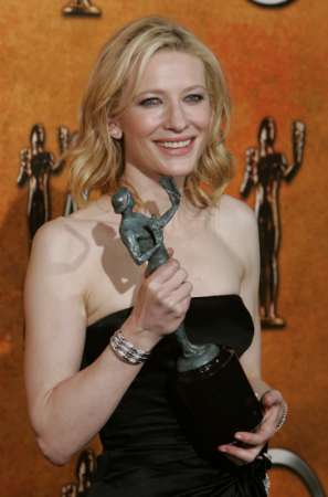 Screen Actors Guild Awards 2005 - 297x450, 14kB