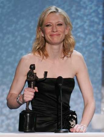 Screen Actors Guild Awards 2005 - 342x450, 15kB
