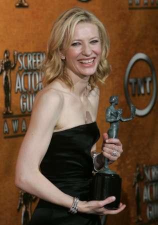 Screen Actors Guild Awards 2005 - 316x450, 14kB