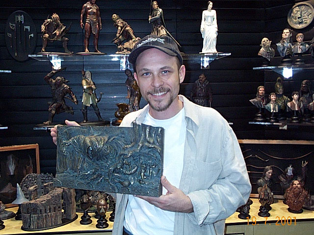 Tookish with a Sideshow Toy Bas-Relief at Comic-Con 2001 - 640x480, 106kB