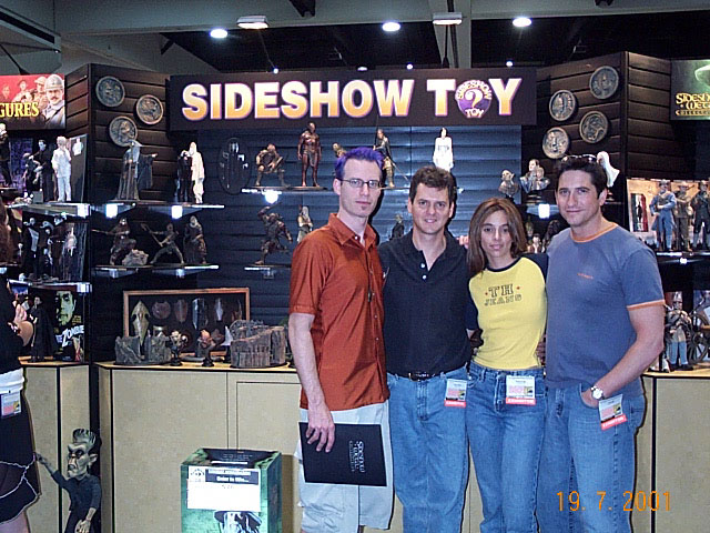 Quickbeam and Sideshow Toy Staff at Comic-Con 2001 - 640x480, 110kB