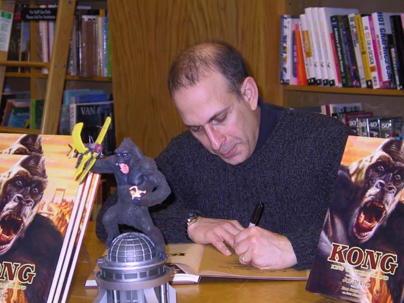 Joe DeVito Booksigning: Syosset, NY - 800x600, 94kB
