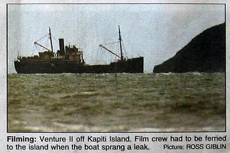 King Kong crew abandons ship - 451x301, 41kB