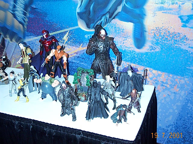 Toy Biz Action Figures at Comic-Con 2001 - 640x480, 122kB