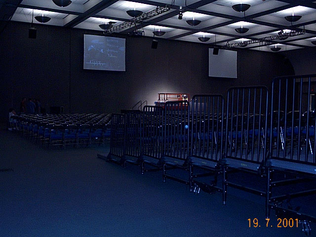 TORN Presentation Room at Comic-Con 2001 - 640x480, 74kB