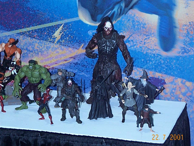 Toy Biz Action Figures at Comic-Con 2001 - 640x480, 93kB