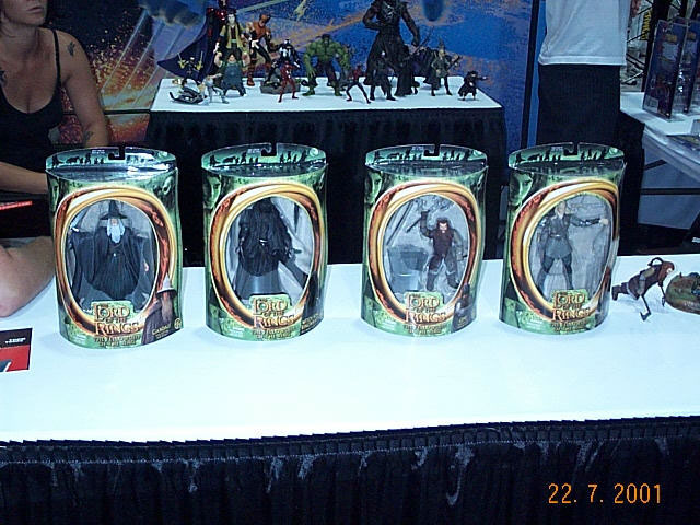 Toy Biz Action Figures in Cases at Comic-Con 2001 - 640x480, 88kB