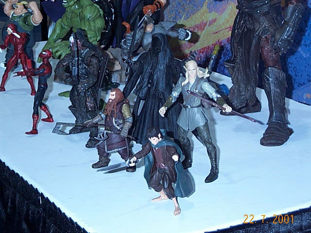 Close-up on Toy Biz Action Figures at Comic-Con 2001 - 640x480, 82kB