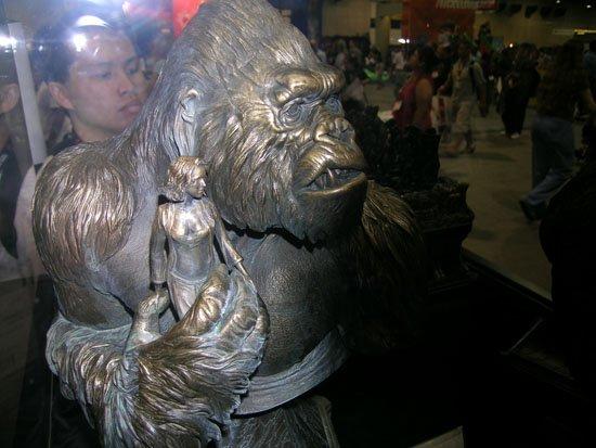 Comic-Con 2005: King Kong Busts - 550x413, 46kB