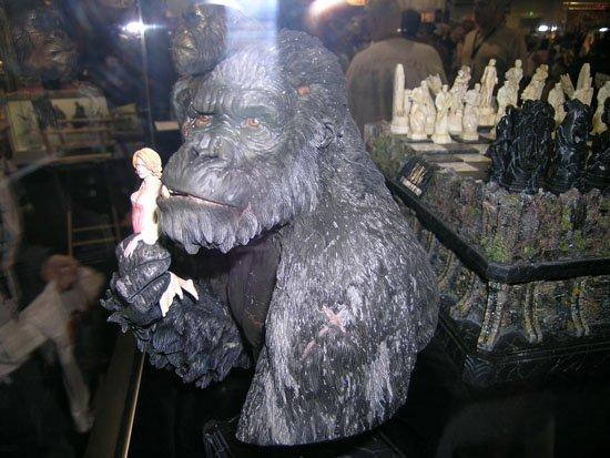 Comic-Con 2005: King Kong Busts - 550x413, 56kB